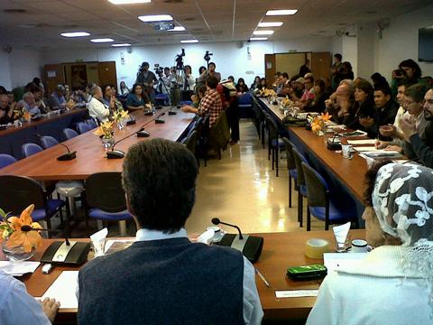 Un amplio arcode organizaciones políticas, sociales y de derechos humanos, acompañó laaudiencia pública por la presentación del proyecto de ley contra la judicialización de la protesta social en el Congreso. Vilma Ripoll planteó la posición del MST.
