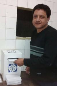 Marcelo Fernández votando.